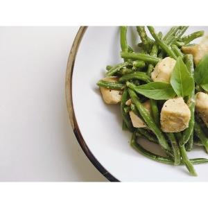 Judías verdes con pollo al pesto puredepalabras