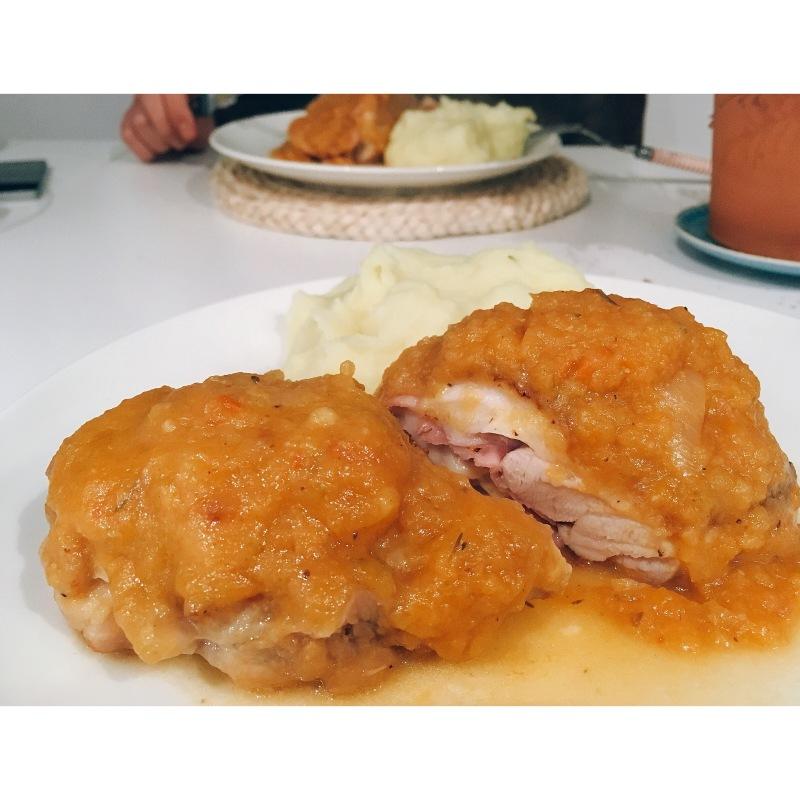 Pollo relleno de jamón y queso puredepalabras