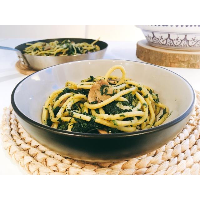 Spaghetti con espinacas y champiñones puredepalabras