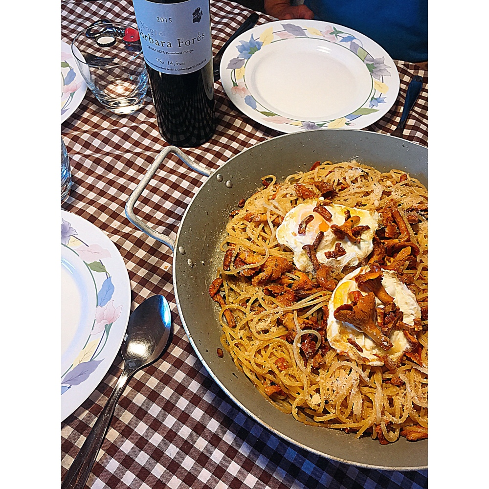 Spaghetti con setas y huevo