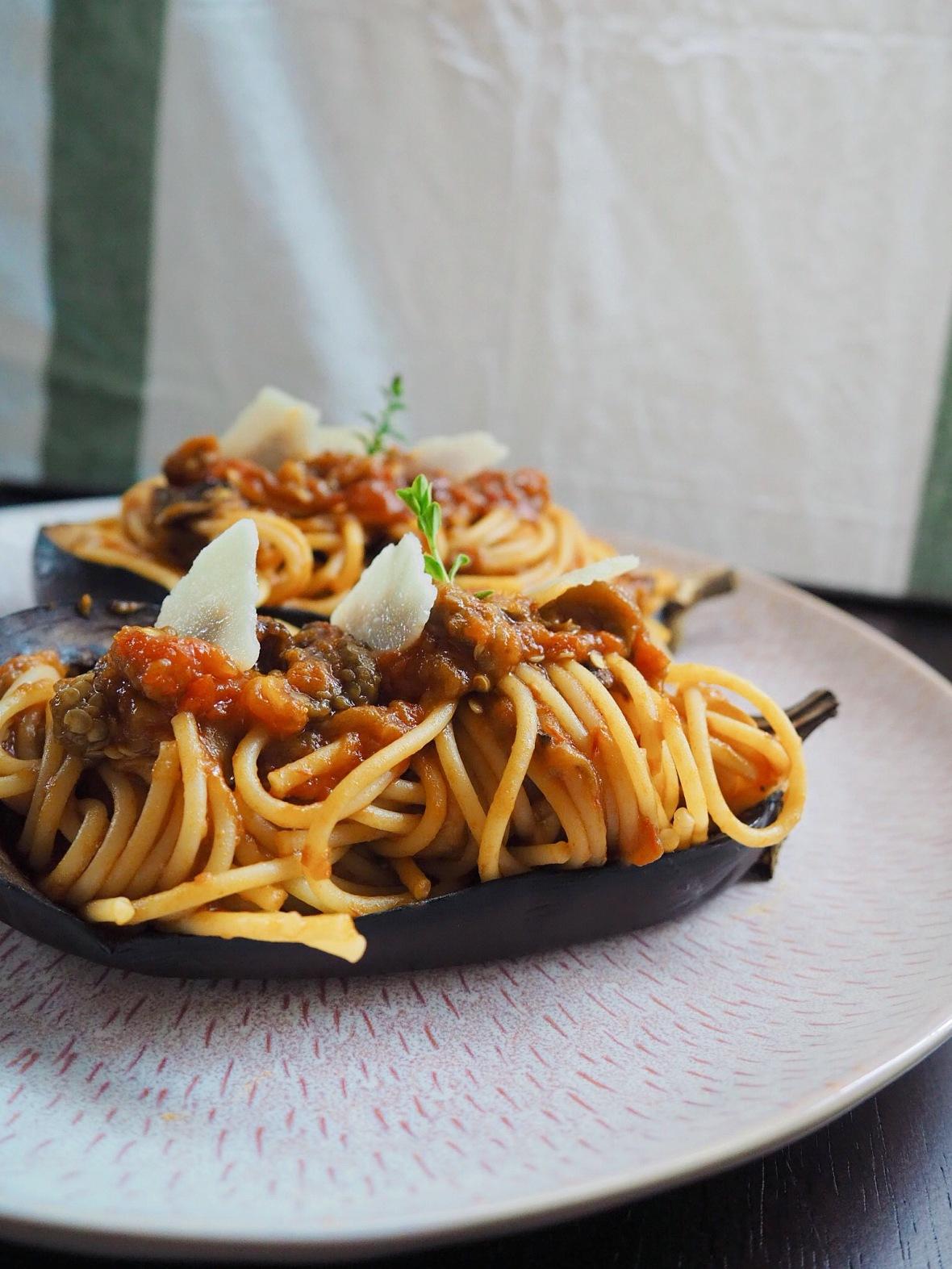 Berenjena rellena de spaghetti alla norma puredepalabras