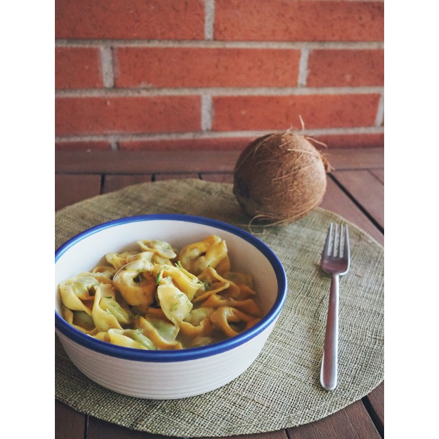 Raviolis con salsa de coco, cúrcuma y lima puredepalabras
