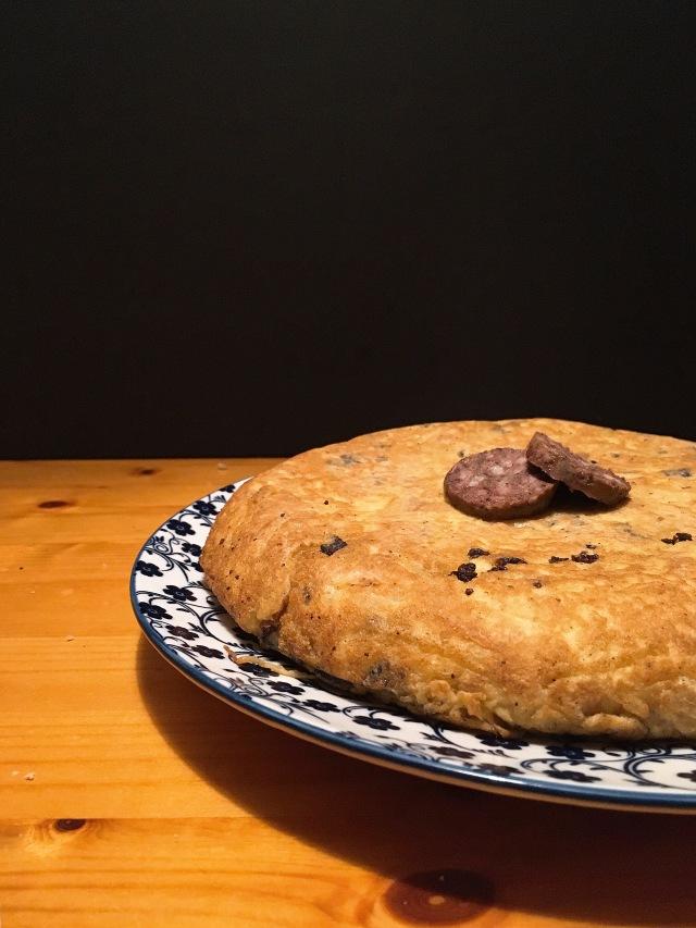 Tortilla de patatas con botifarró puredepalabras