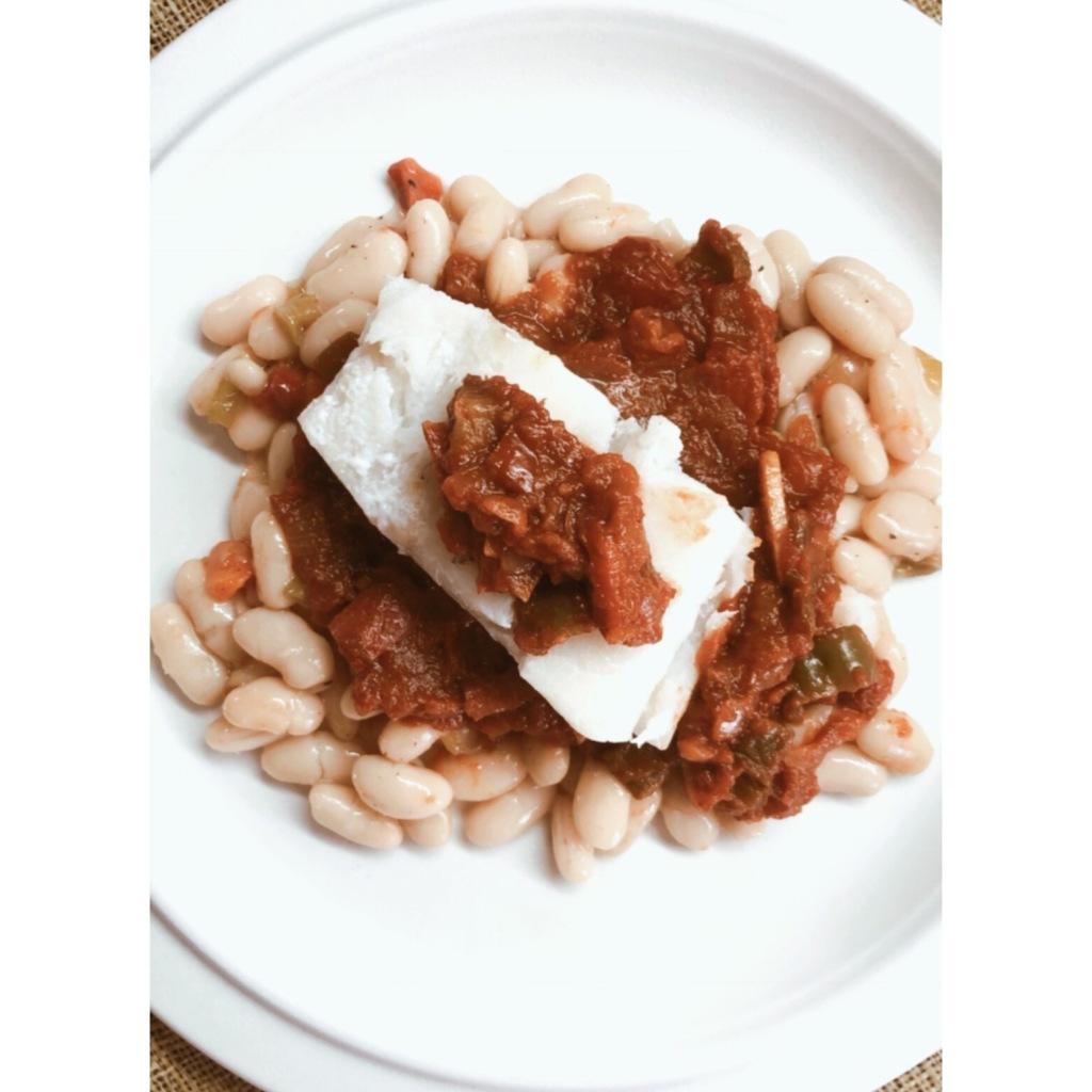 Bacalao con salsa de tomate y pimientos. Foto: @puredepalabras