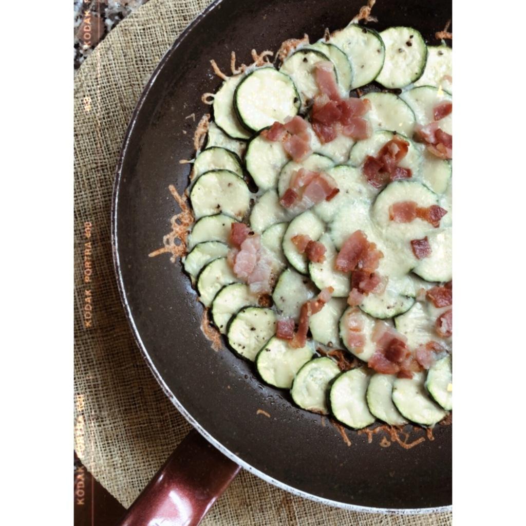 Sartén de calabacín y bacon. Foto: @puredepalabras