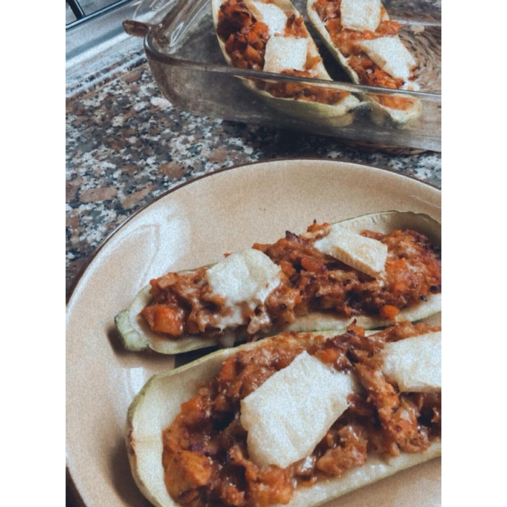 Calabacines rellenos de pollo asado y brie. Foto: @puredepalabras